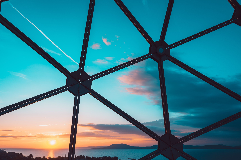 Sonnenuntergang durch Fenster