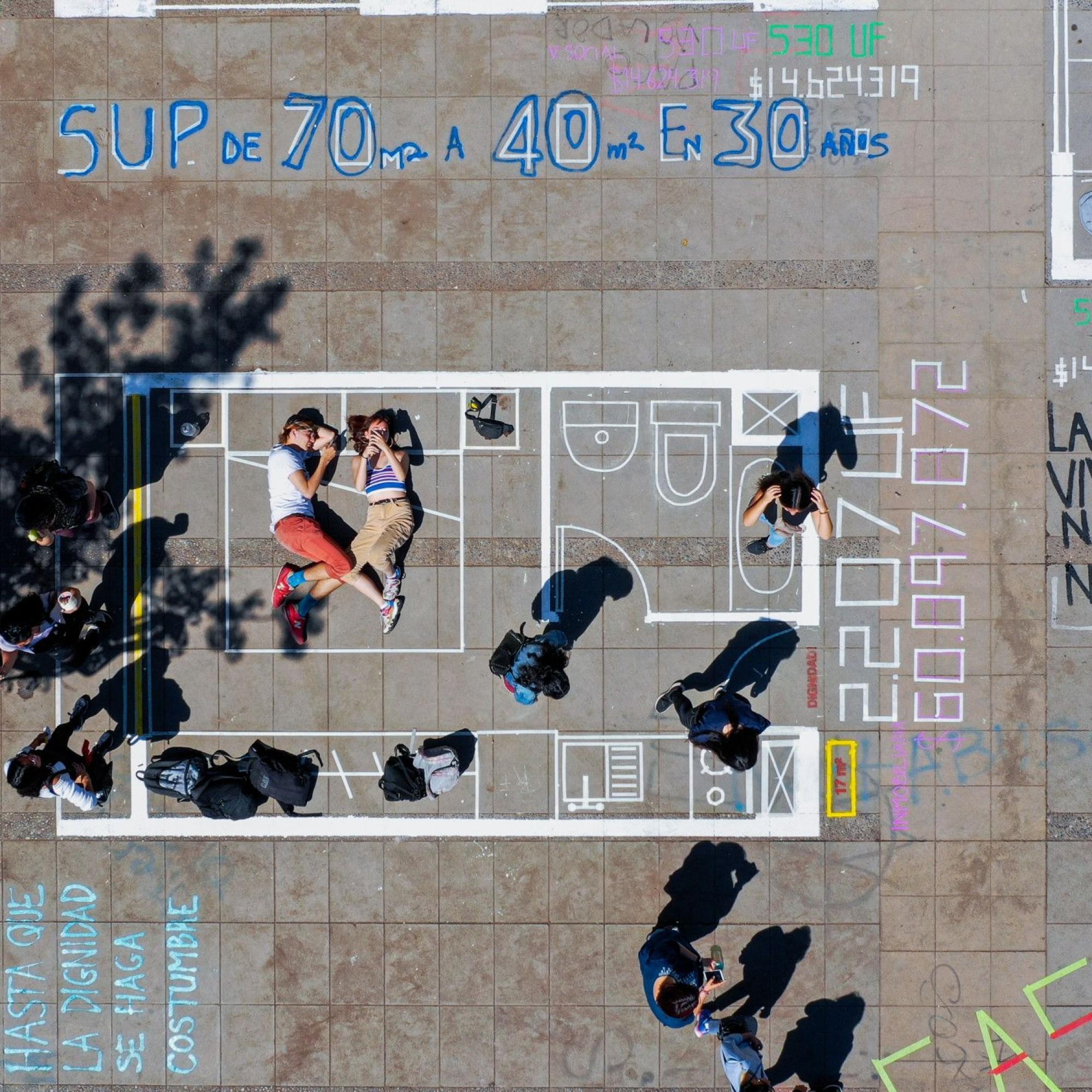 Architekturstudenten im Zentrum von Santiago