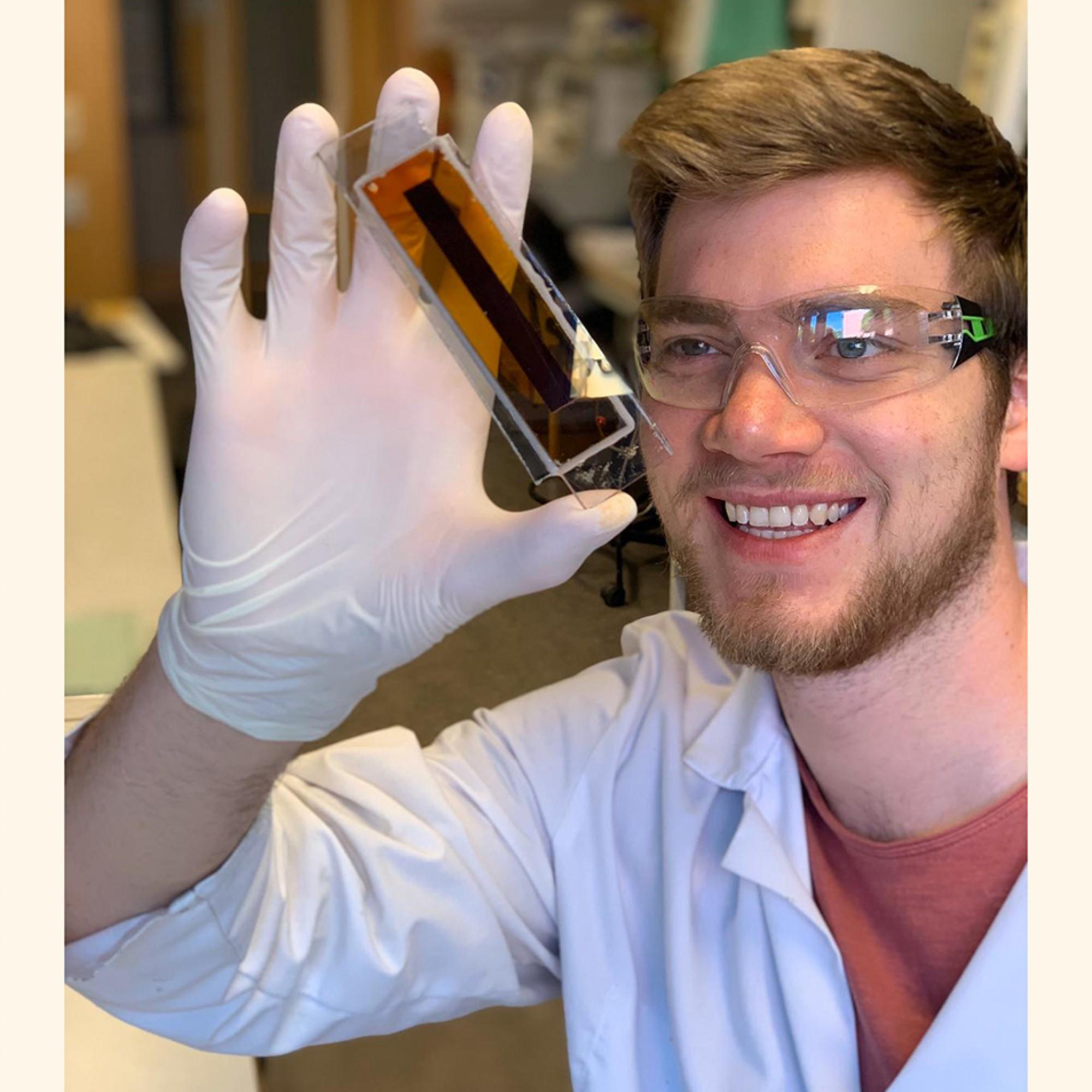 Hannes Michaels, Doktorand in der Forschungsgruppe von Marina Freitag.