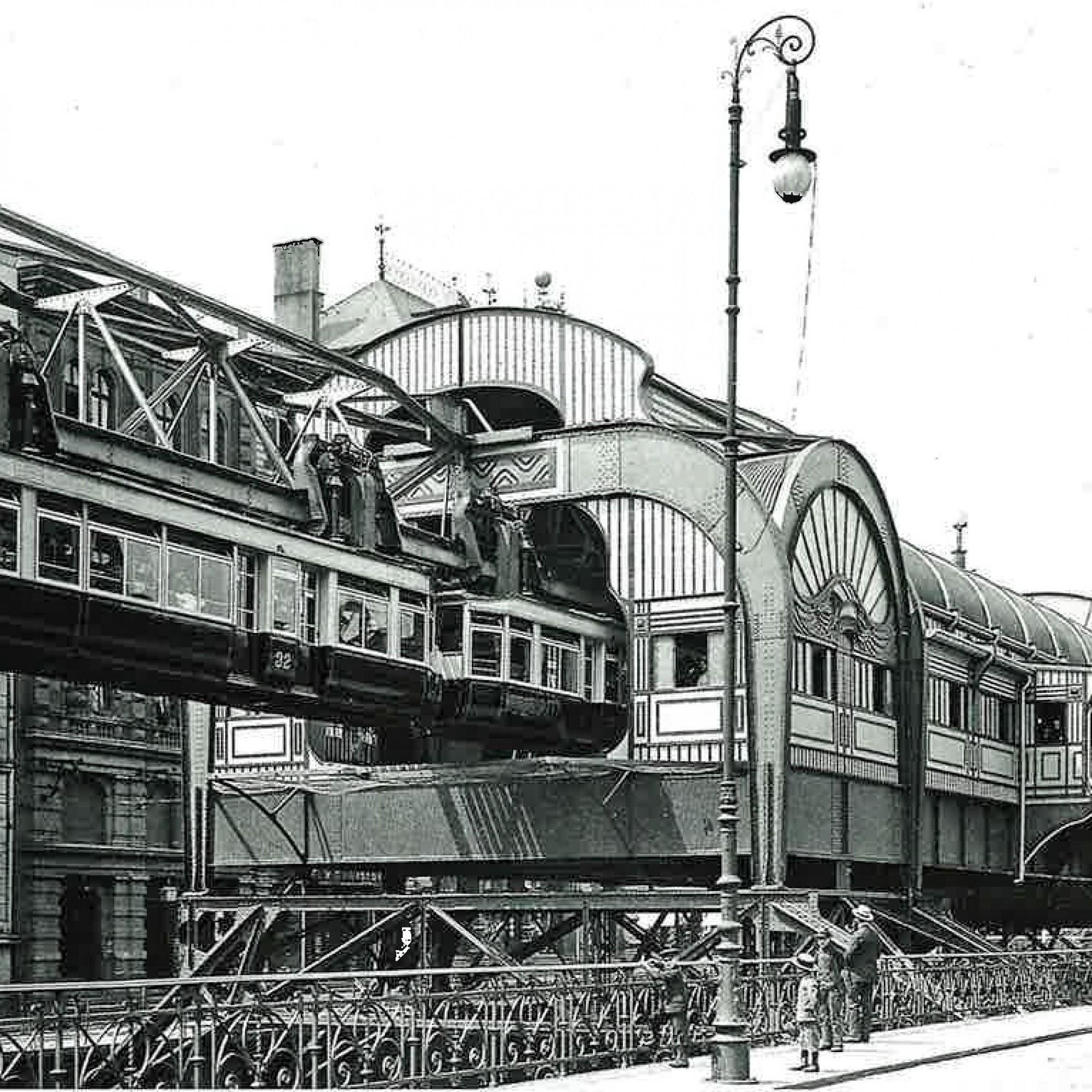 Schwebebahn in Wuppertal zur Kaiserzeit.