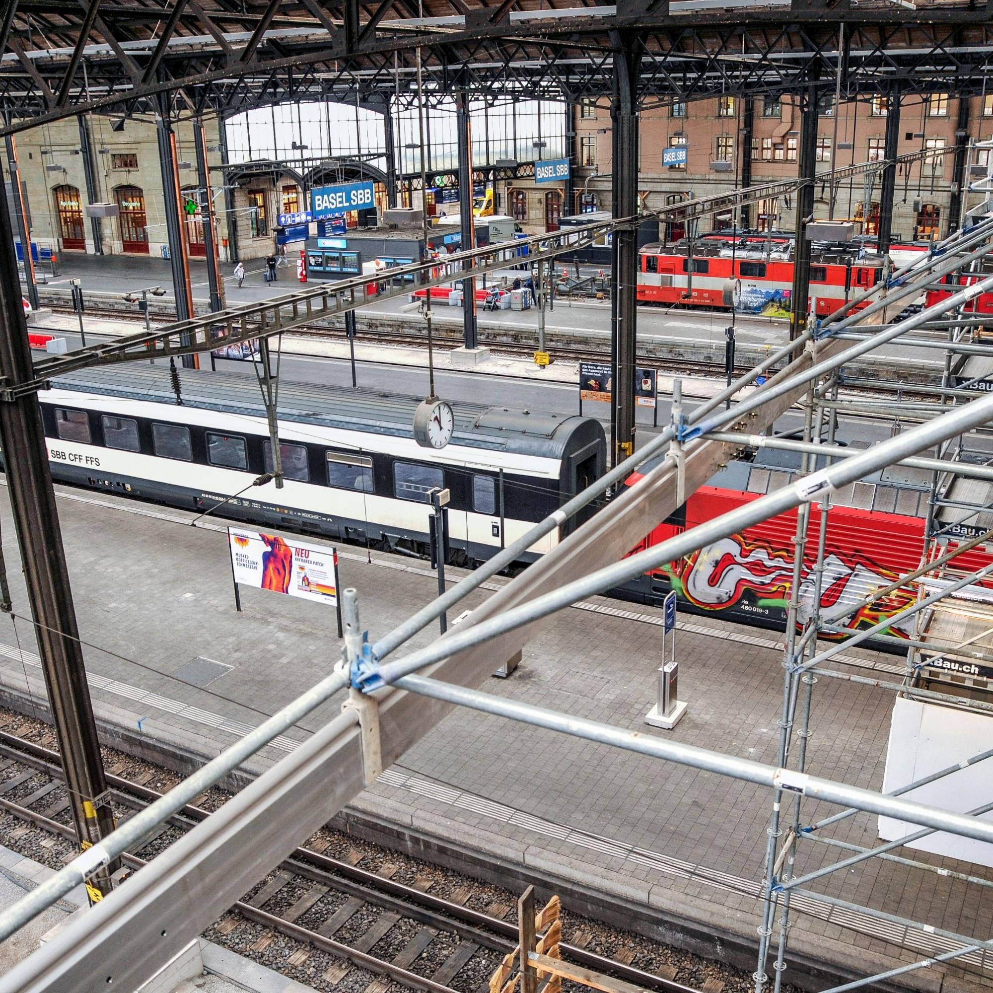 Gleise des Basler Bahnhofs SBB