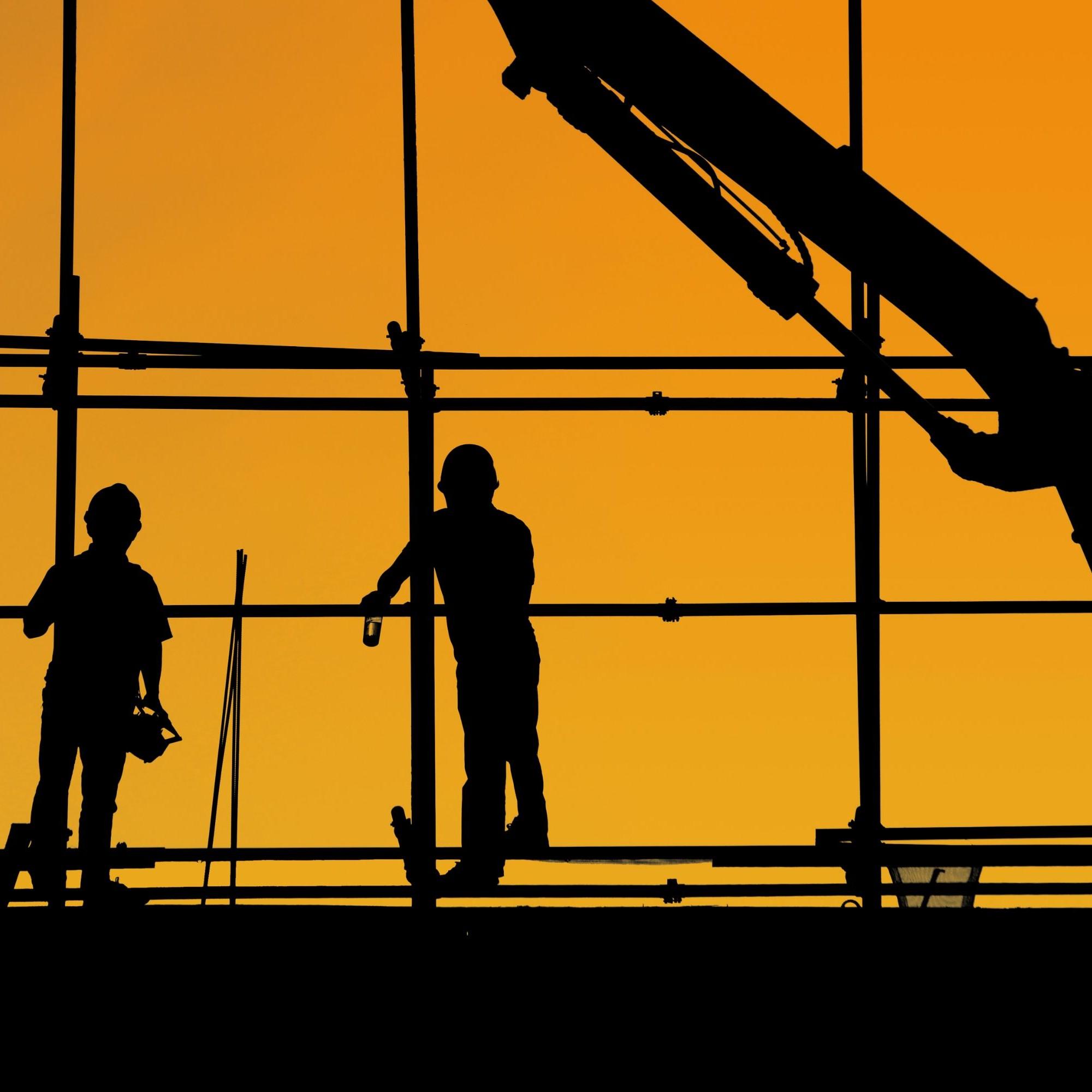 Silhouetten von Bauarbeitern