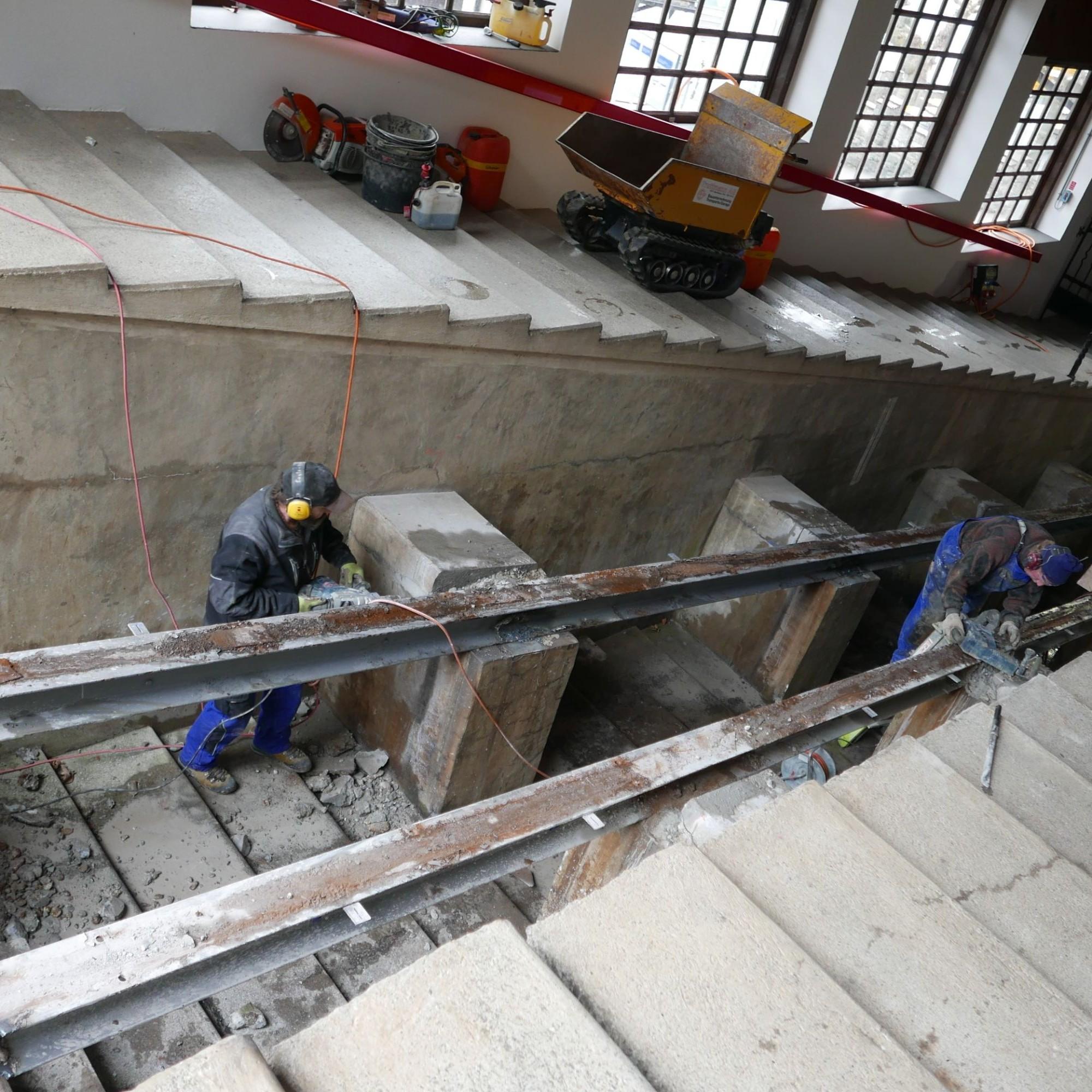 Beton- und Stahl bei der Tastation werden entfernt.
