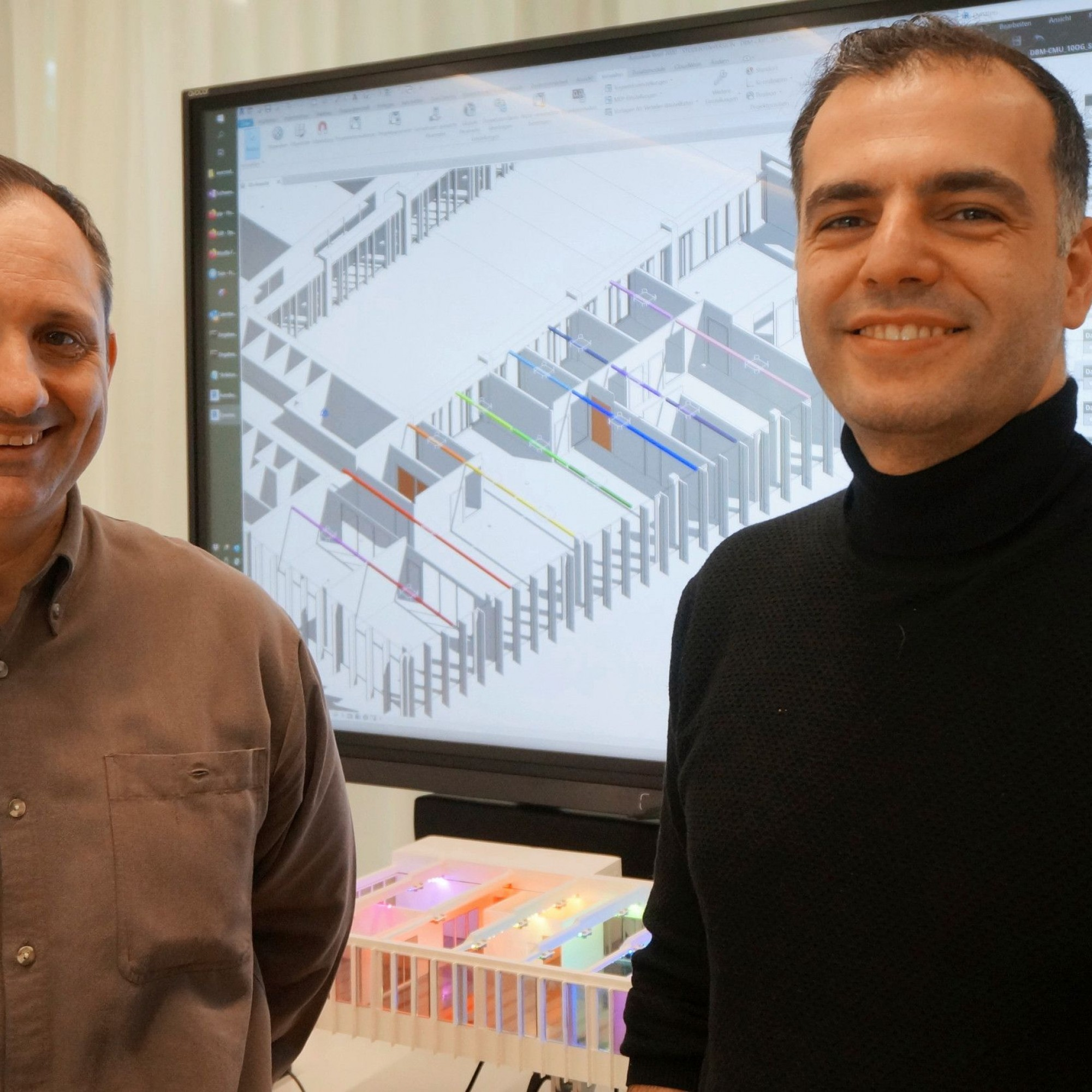 Prof. Dominique-Stephan Kunz, Gruppenleiter technische Gebäudesysteme am Institut Energie am Bau, und Dr. Wissam Wahbeh, Fachbereichsverantwortlicher BIM-Modellierungstechnologien am Institut Digitales Bauen