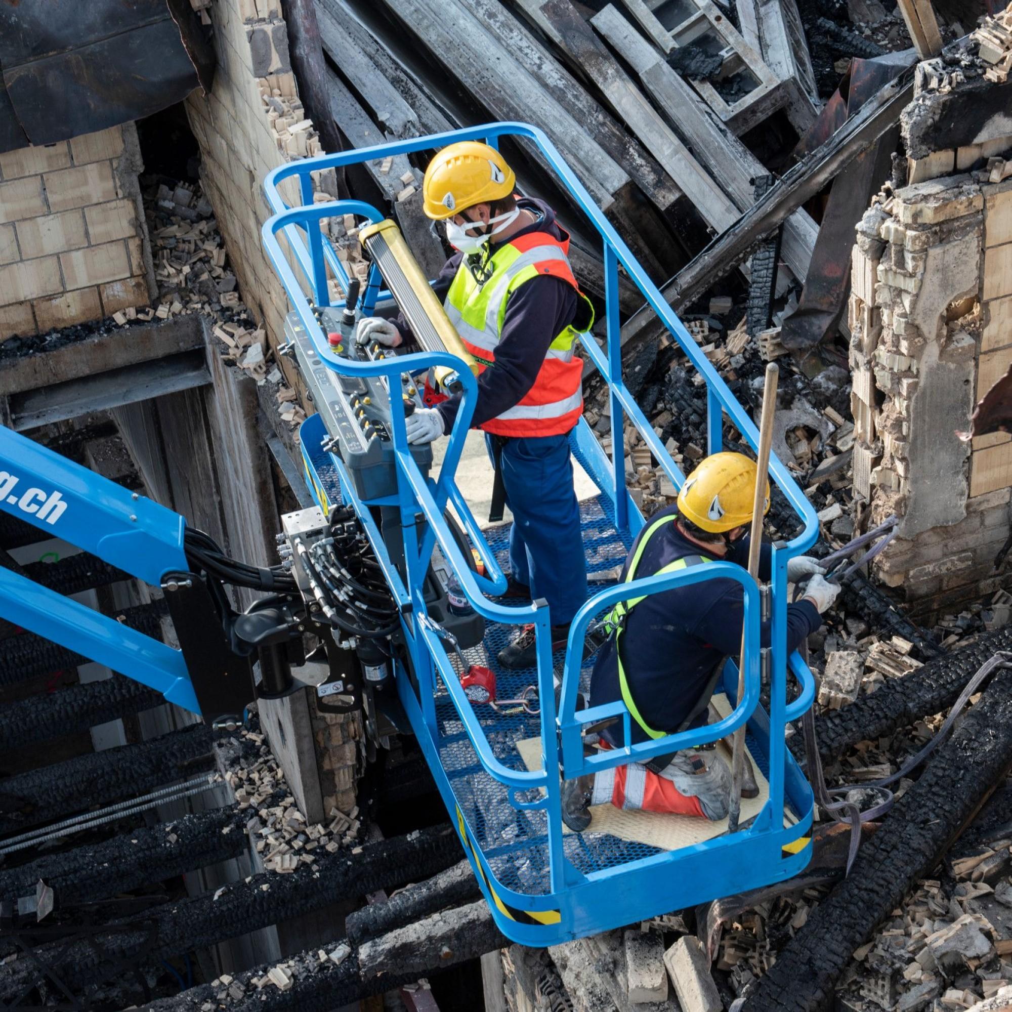 Aufräumarbeiten nach Grossbrand bei HB Zürich