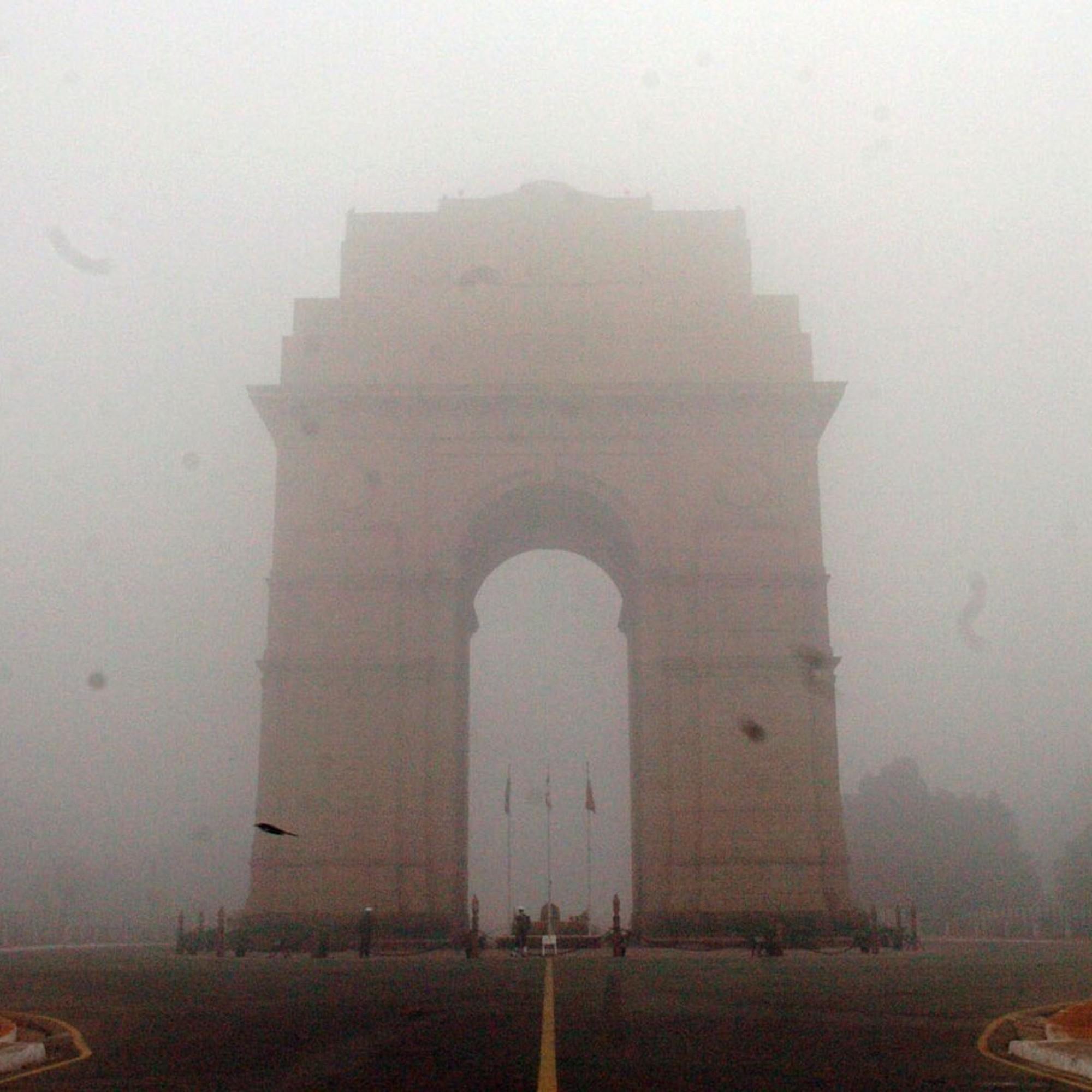 Gate of India (Dehli) im Smog.