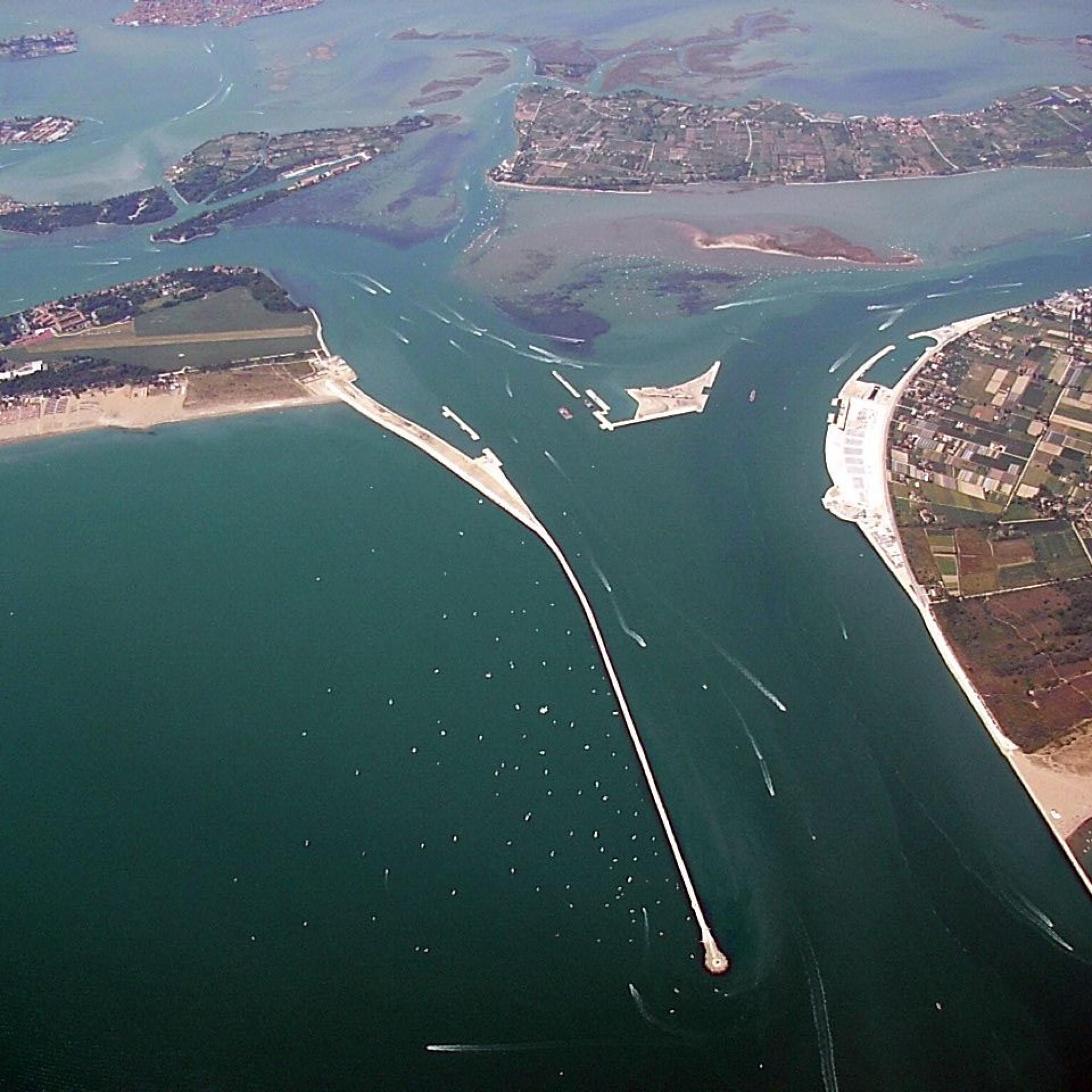 Luftansicht des «MOSE»-Hochwasserschutzprojekts in Venedig