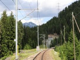 Die 60-kV-Freileitung zwischen Pradella und Bever wird durch eine 110-kV-Erdverkabelung ersetzt. 1100 Mastern werden rückgebaut.