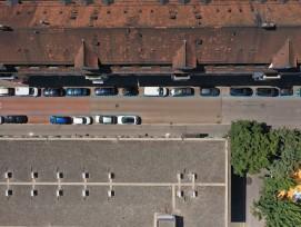 Im Rahmen des Pilotprojekts werden die Hitze-Auswirkungen unterschiedlicher Strassenbeläge untersucht.