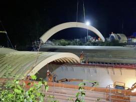 Nacheinsatz beim Bau der ersten hölzernen Wildttierbrücke der Schweiz