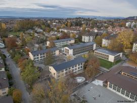 Luftaufnahme der Volksschule Manuel