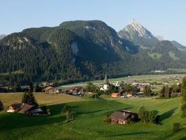Blick auf die Gemeinde Saanen in Bern