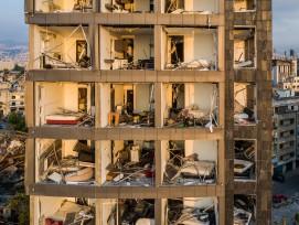 Stark beschädigtes Hochhaus