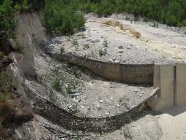 Gefüllte Schutznetze im Illgraben