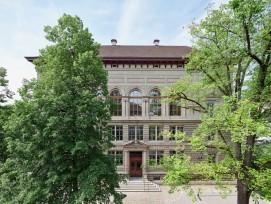 Nach der Sanierung des Schulhauses in der Basler Rittergasse gehen wieder Primarschüler ein und aus. Lange Zeit wurde es als Verwaltungsgebäude des Bauinspektorats genutzt.