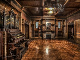 Ballraum im Winchester Mystery Haus in San José
