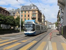 VBZ-Tram auf der Badenerstrasse in Zürich