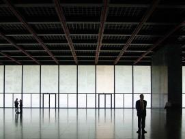 Innenraum der Neuen Nationalgalerie in Berlin