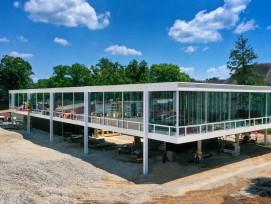 Bau des Gebäudes nach Entwurf von Mies van der Rohe