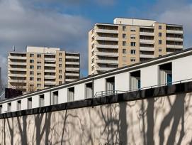 Gartenbad Eglisee mit Hochhäuser am Schorenweg in Basel