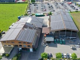 Photovoltaikanlage auf Gebäude der Amstutz Holenergie AG in Emmen