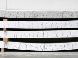 Gebogene Betonplatten nach Verfahren im Labor
