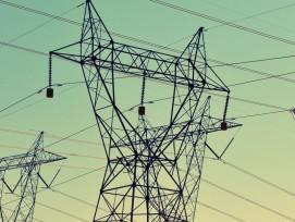 Strommasten mit Kabel