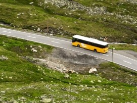 Postauto in den Bergen