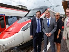 "Medienanlass und Zugstaufe ETR 610 ""Ticino"". (v.l.n.r. Marco Boradori, Stadtpräsident Lugano, Claudio Zali, RR Tessin; Jeannine Pilloud, SBB; Andreas Meyer, SBB) (Bild: SBB)"