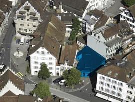 Luftaufnahme: blau eingefärbt die Brandlücke. www.stadtzug.ch
