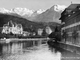 Geschönte Realität: Bei dieser Postkarte wurde Thun mit einem falschen Alpenpanorama versehen. 8zvg)