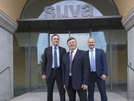 Die Suva-Spitzen (von links): Finanzchef Ernst Mäder, Ratspräsident Markus Dürr und Felix Weber, Vorsitzender der Geschäftsleitung (PPR, Dominik Baur)