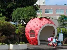 Eine Erdbeeren-Busstation.