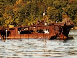 Leider wurden nicht nur Holzschiffe liegengelassen.