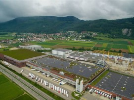 Der geplante Neubau (links mit begrüntem Dach) des Migros-Verteilbetriebs.