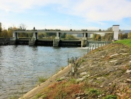 Wehr des Wasserkraftwerks Dietikon.