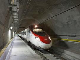 Zug im Gotthard-Basistunnel.