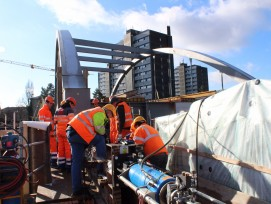 Wenige Tage vor der Positionierung der Stauffacherbrücke: Die Hydraulikpressen werden vorbereitet.