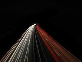 Strasse bei Nacht, Symbolbild.