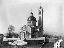 Die Kirche Enge im gleichnamigen Stadtquartier um 1900 in Zürich.