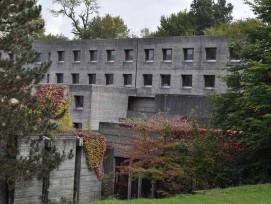 Das Franziskushaus wurde zwischen 1966 und 1969 vom Le-Corbusier-Schüler Otto Glaus errichtet.