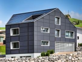 Das 2017 in Appenzell fertiggestellte Mehrfamilienhaus Ebneter: 300 Quadratmeter Photovoltaik finden auf der schmucken Gebäudehülle Platz.