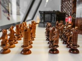 Schachfiguren gibt es in zahlreichenVarianten: Diese Bären stammen ausBrienz und wurden aus Holz geschnitzt.