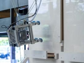 Roboter-Trägersysteme für Glas-Schleifmaschinen