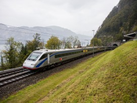 Zug auf der Gotthardstrecke, Symbolbild