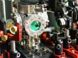 Die Vakuumapparatur in der Mitte enthält das am schnellsten rotierende Objekt der Welt.