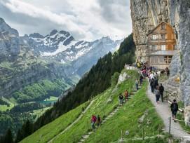 Sind zu viele Gäste des pittoresken Berggasthaus «Aeschers» Tod? Die Zukunft wird es weisen.