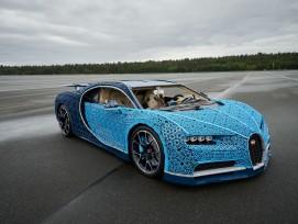 Ein Bugatti Chiron in Originalgrösse aus Legosteinen gebaut.