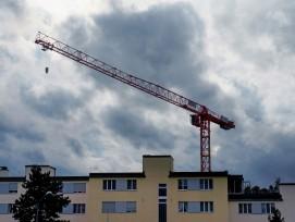 Die Perspektiven des Hochbausegments haben sich im vergangenen Quartal weiter verdüstert. Die Gesamtsumme geplanter Bauprojekte ging deutlich stärker zurück als die Zahl der Gesuche. Daraus lässt sich schliessen, dass Investoren angesichts wirtschaftliche