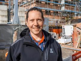 Als selbstständiger Bauunternehmer ist er glücklich: Der Deutschfreiburger Roman Zumwald leitet ein KMU mit 28 Mitarbeitern.